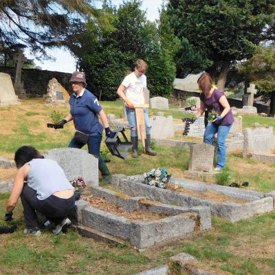 Bloomin_cemetery_2