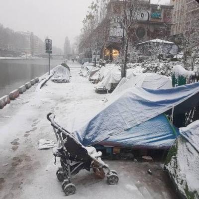 refugees_paris_snow